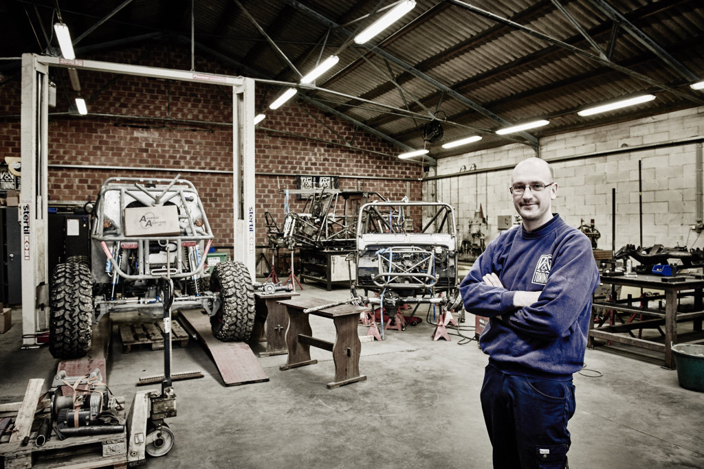 Dieter Duytschaever im der Produktionshalle von D&G Tuning